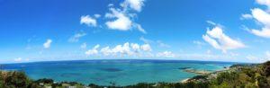 沖縄の高台から望む海