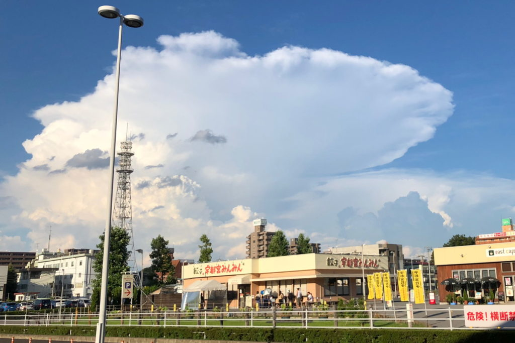 宇都宮駅から見える大きな入道雲