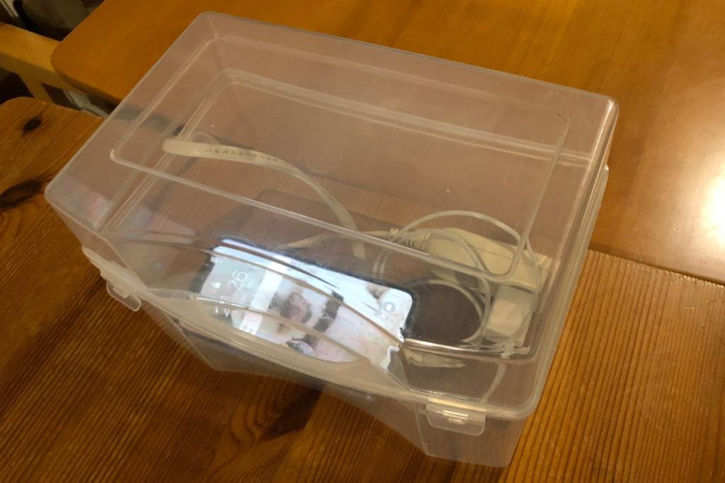 iPhoneは箱の中で充電