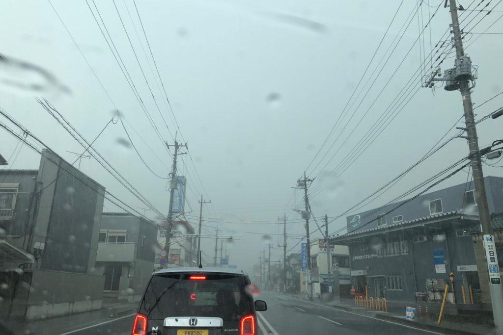 宇都宮からの帰りは激しい雷雨でした