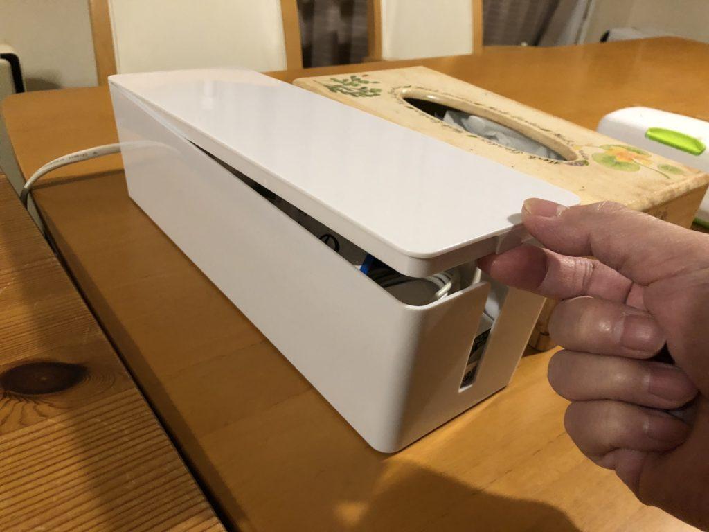 ORICO ケーブルボックスは人の手で開閉しやすい