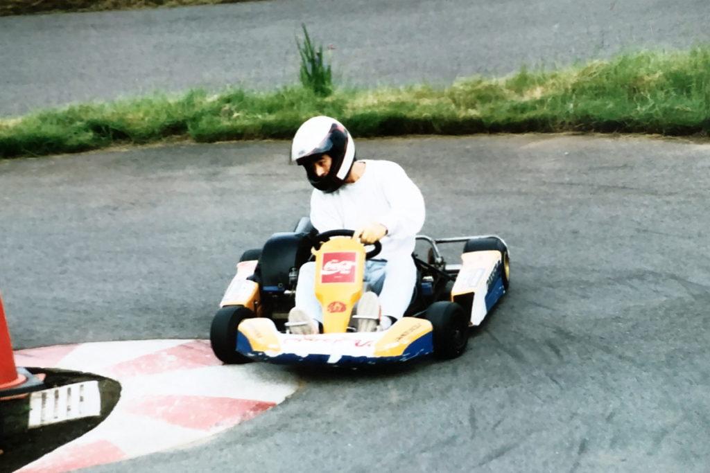 グランデ・イソーラの最終コーナーをレンタルカートで駆け抜ける
