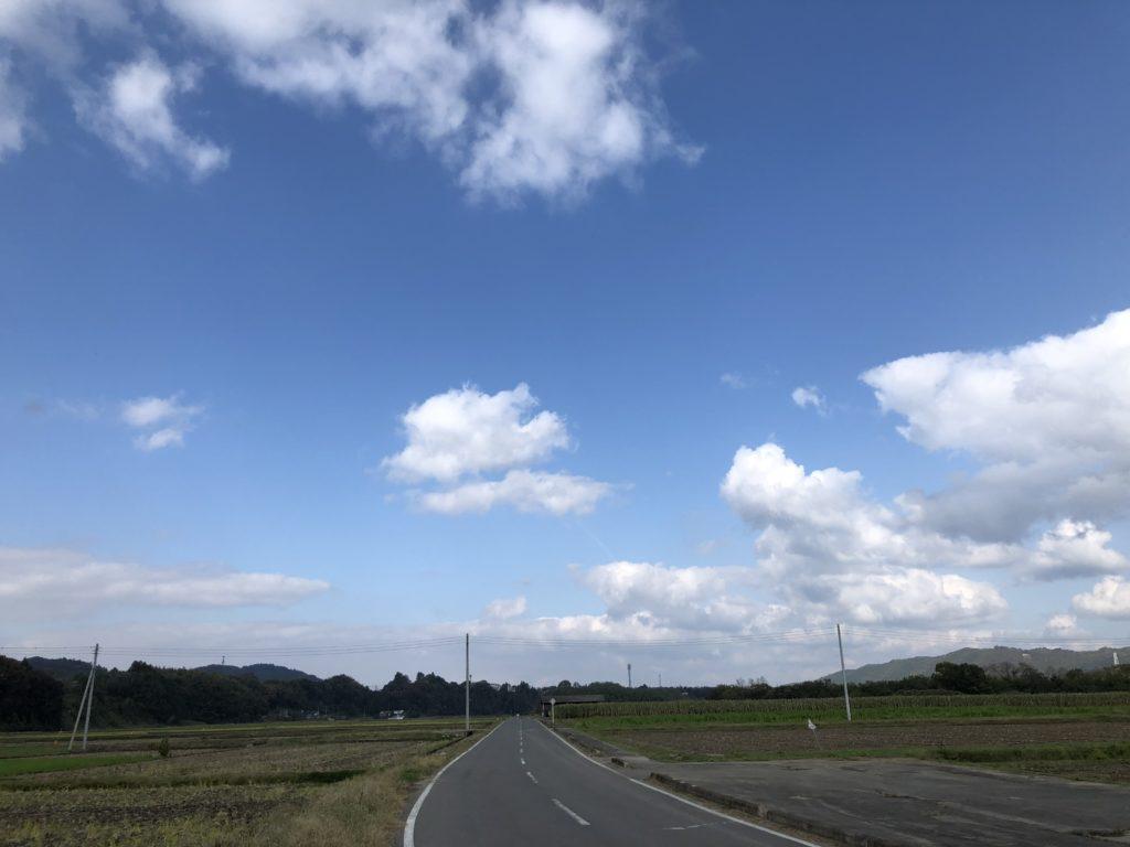 烏山大橋下を通る那珂川沿いの平坦路