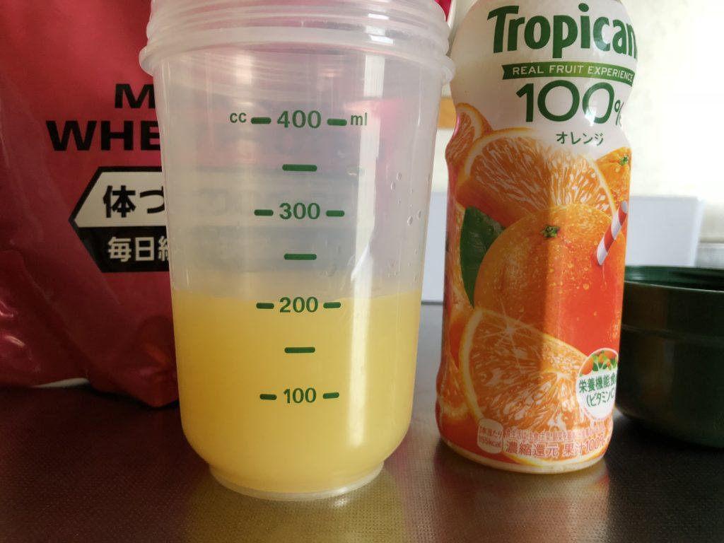 水とオレンジジュースで合計200ccに