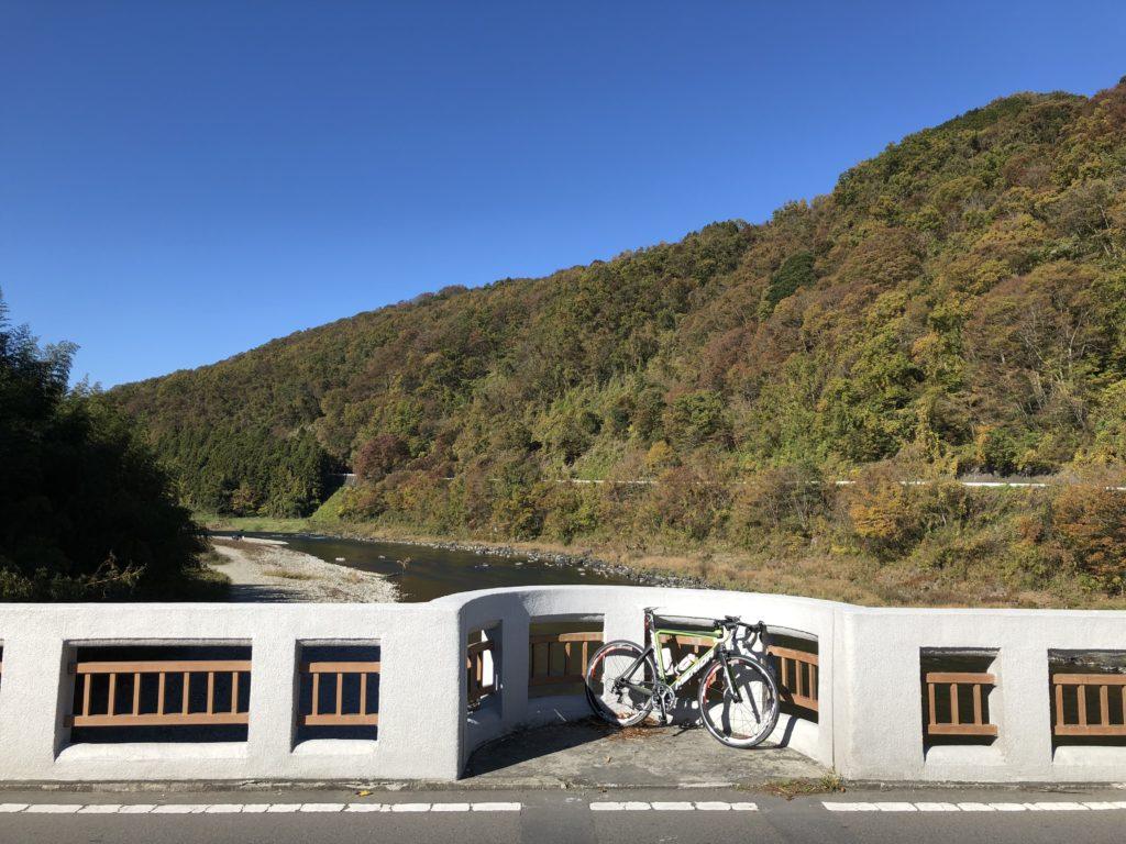 近代化遺産の境橋上流側の落石